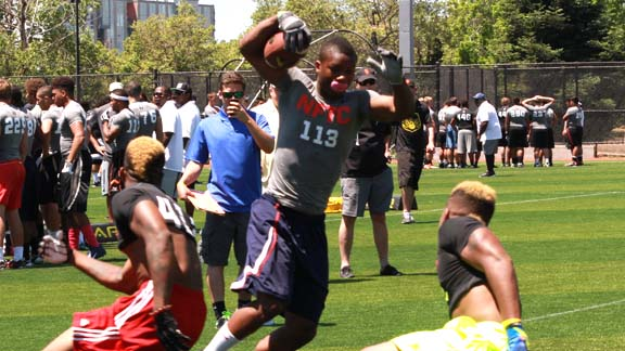 Big-time running back Joe Mixon from Freedom of Oakley displays shifty moves during NorCal NFTC back in May. Photo: Tom Hauck (Student Sports).