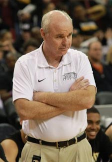 Bishop Montgomery head coach Doug Mitchell directs team in last year's D4 state final. Photo: Willie Eashman.