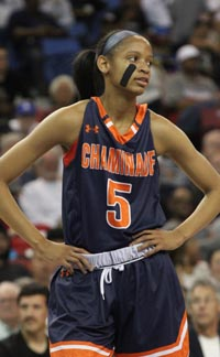 Leaonna Odom scored 33 pts in state final one week after hitting buzzer-beating 3-pointer in SoCal final. Photo: Willie Eashman.
