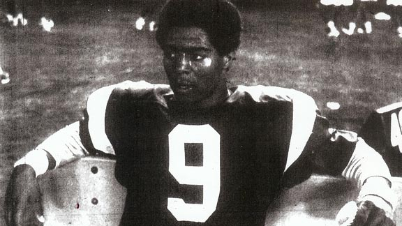 Marcus Allen takes a breather as the quarterback at Lincoln High in San Diego during 1977 season. He went to become an all-time great NFL running back. Photo: Partletonsports.com.